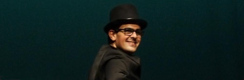 Queres perceber como trabalha um ator com experiência de palco? Então vem ser voluntário na APCC!